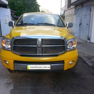 Dodge Ram установка би-ксеноновых линз с ангельскими глазками + желтые глазки