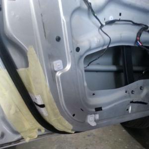 Установка автомобильных доводчиков дверей SlamStop