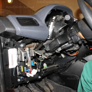 Установка автосигнализации, штатной магнитолы, дополнительных мониторов в подголовники, колонок на Fiat Doblo