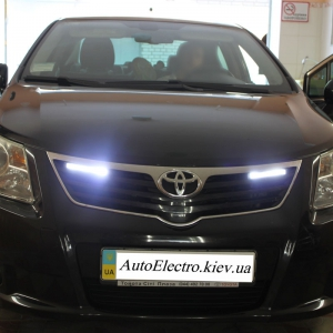 Toyota Avensis 2012 установка DRL Philips 12825