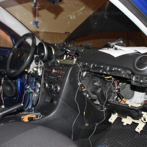 Установка автомобильной сигнализации с автозапуском и дотяжкой на Mazda 3